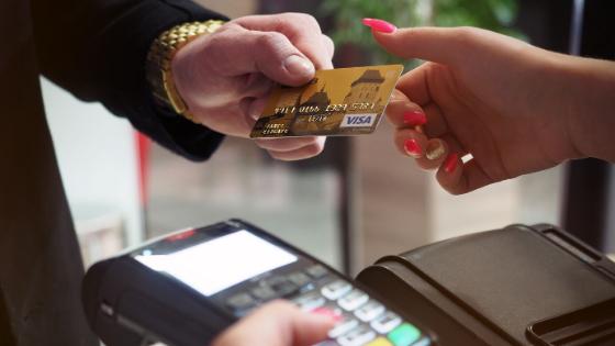 You are currently viewing Como ganhar dinheiro com cartão de crédito
